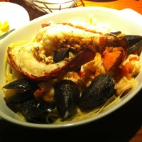 Photo taken at Red Lobster by Hendra W. on 2/20/2013