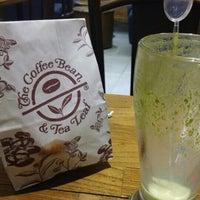 Photo taken at The Coffee Bean & Tea Leaf by rais on 2/15/2016