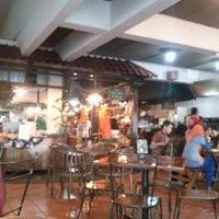 Das Foto wurde bei The Kiosk Pasar Dago von Nino C. am 2/8/2013 aufgenommen