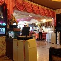 Photo taken at ร้านข้าวร้อนแกงร้อน by Lookpat V. on 11/13/2013
