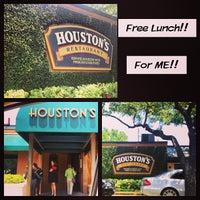 Photo taken at Houston's Restaurant by Georgi S. on 4/24/2013