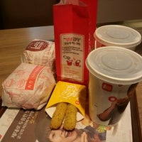 Photo taken at LOTTERIA by 현성 윤. on 2/13/2013