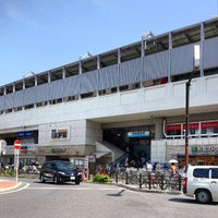 Photo taken at 京急鶴見駅 (Keikyū Tsurumi Sta.) (KK29) by Izumi T. on 4/4/2013