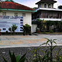 Photo taken at SMA Negeri 1 Bandung by Mira Septina C. on 9/12/2013