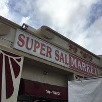 Photo taken at Super Sal Market / Dr.Sandwich & Shawarma by Fernando d. on 10/16/2016
