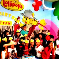 Photo taken at Lollipop's Playland & Cafe by Evi G. on 9/14/2013