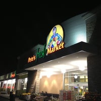Photo taken at Pete's Fresh Market by Leonard W. on 11/21/2012