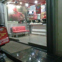 Photo taken at PHD - Pizza Hut Delivery by Dastydjendral P. on 10/18/2012