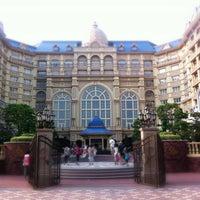 Photo taken at Tokyo Disneyland Hotel by かじ on 8/10/2013
