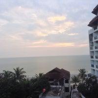 Photo taken at Hua Hin Sea view paradise Condo by ชวลิต เ. on 10/19/2014