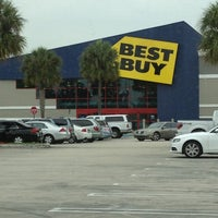 Photo taken at Best Buy by Denysse P. on 3/1/2013