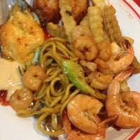 Photo taken at Ho Wah Chinese Buffet by Lynn A. on 8/18/2014