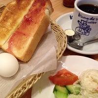 Photo taken at コメダ珈琲店 金剛東店 by bluemoon_anne on 11/11/2012