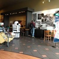 Photo taken at Starbucks by Davey (Daisy) R. on 7/12/2013