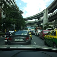 Photo taken at Ratchaprasong Intersection by Qu s. on 11/1/2014