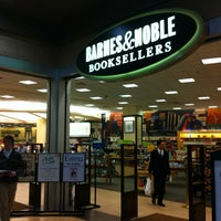 Photo taken at Barnes & Noble by Osman D. on 9/28/2012
