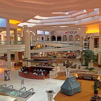 Foto tirada no(a) Woodfield Mall por jose alfredo v. em 5/8/2013
