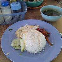 Photo taken at Kedai Kopi Soon Hin Leong by Firza on 1/21/2014
