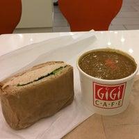 Foto tirada no(a) Gigi Cafe por Carlos G. em 11/12/2014