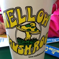 Photo taken at Mellow Mushroom by Jessica F. on 12/30/2012