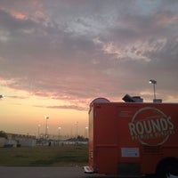 Photo taken at Rounds Premium Burgers Truck by Tavis on 7/12/2013