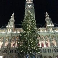 Das Foto wurde bei Rathausplatz von Lucie L. am 11/30/2012 aufgenommen