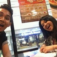 Photo taken at Pizza Hut by ZulAklil P. on 3/25/2016