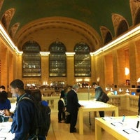 Photo taken at Apple Grand Central by Damien D. on 10/12/2012