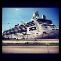 Photo taken at Terminal de cruceros del buque Puerto Vallarta by Marisol G. on 10/17/2012