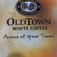 Photo taken at OldTown White Coffee by ahgu L. on 2/10/2016