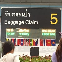 Photo taken at Baggage Claim 5 by nakanao on 4/16/2015