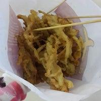 Photo taken at Shihlin Taiwan Street Snacks by クリスティン c. on 12/12/2014