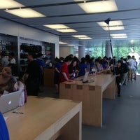 Photo taken at Apple 香港广场 by Mike C. on 6/16/2013