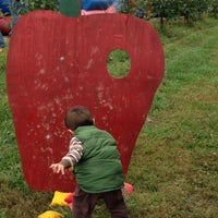 Photo taken at Showalter's Orchard and Greenhouse by Good W. on 10/19/2013