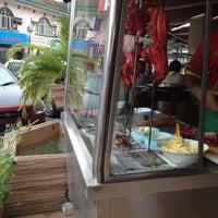 Photo taken at Restoran Al-Bidayah by Naqie A. on 10/31/2012