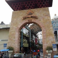 Photo taken at Pasar Baru (Passer Baroe) by Hendryco C. on 9/25/2012