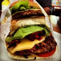 Photo taken at Blooming Burger by Thiago B. on 10/1/2012