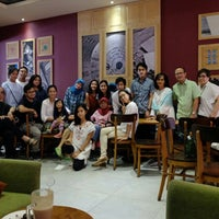Photo taken at The Coffee Bean & Tea Leaf by Tauchid P. on 9/12/2016