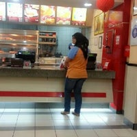 Photo taken at Kentucky Fried Chicken (KFC) by Nonnie M. on 3/2/2013