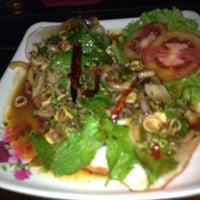 Photo taken at ร้านอาหารในสวน by Ying ^. on 3/29/2013
