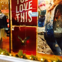 Photo taken at American Eagle Outfitters by Zax H. on 12/14/2014