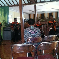 Photo taken at Omah Kampung by Rahardianaditya A. on 8/28/2013