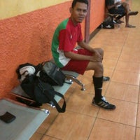 Photo taken at Zona Futsal Pulau Situ Gintung by Ardi D. on 2/22/2013