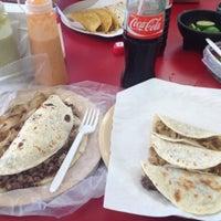 Photo taken at Tacos El Güero by 裴智韦 on 11/10/2012