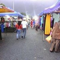 Photo taken at Pasar Malam Taman Andalas by kembara c. on 12/18/2012