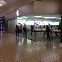 Photo taken at Apple Store, Short Hills by Túlio on 10/11/2013