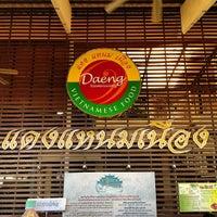 Photo taken at Daeng Nam-Nuang by Somyot K. on 2/24/2013