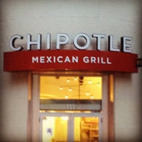 Photo taken at Chipotle Mexican Grill by Samuel G. on 10/23/2012