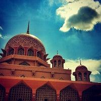 Photo taken at Masjid Putra by Ashrul on 5/26/2013