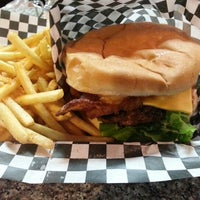 Photo taken at Burger Bueno by Bryant D. on 12/29/2012
